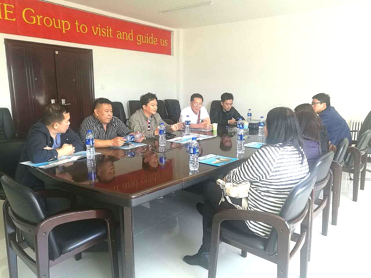 Thai customers come to LNBF for business negotiations and sign