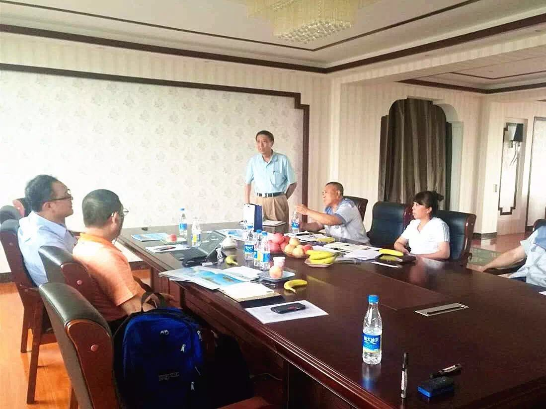 Vietnamese customers visit LNBF for business negotiations and sign.